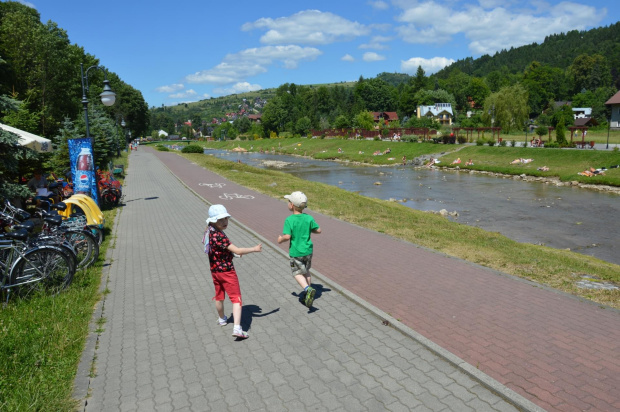 Spacer po promenadzie