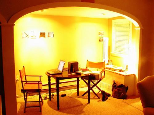 żółty pokój do pracy