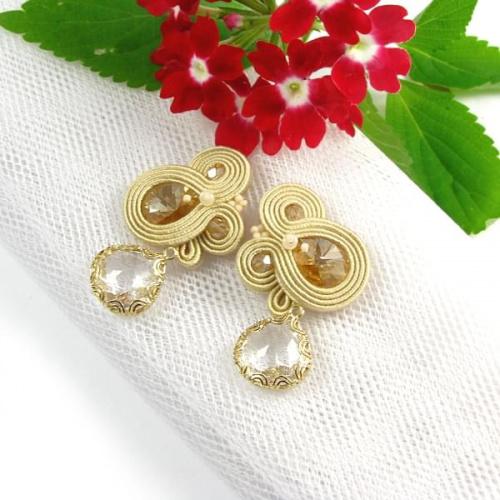Delikatna biżuteria ślubna złoty