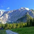 Widok na Mangart z doliny przy jeziorku Fusine #Góry